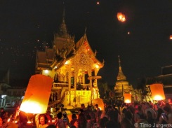Lantern release at Wat Buppharam